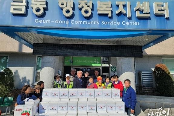 금동민들 '사랑의 김장나눔 봉사'..취약계층 130세대에 김장김치 전달